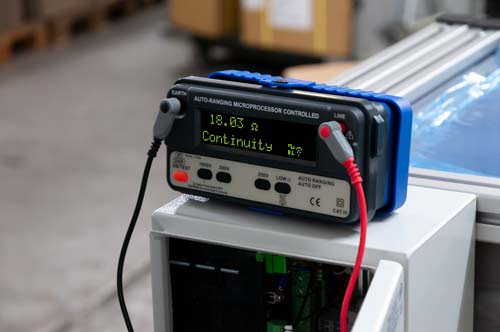 Uso del misuratore di isolamento