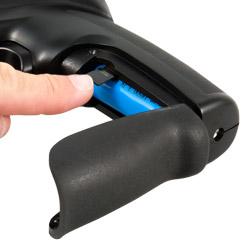 Nel vano batteria della termocamera si può inserire una scheda di memoria micro SD