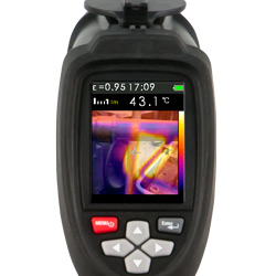 Può accedere a qualsiasi pulsante della termocamera con una mano