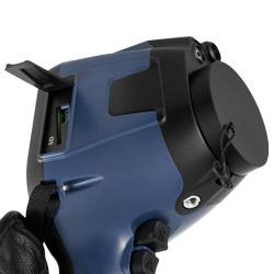 Sulla parte laterale della termocamera si trova lo slot della scheda SD