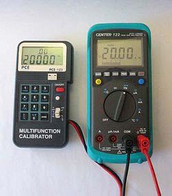 PCE-123 calibrando un multimetro