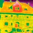 Le camere termografiche sono ideali per rilevare zone di entrata di freddo negli edifici.